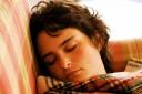 Im Schlaf werden Erinnerungen nicht nur gefestigt. Das Gehirn sorgt auch dafür..