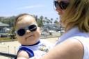 Kinder brauchen eine Sonnenbrille, um ihre Netzhaut vor UV-Licht zu schützen.