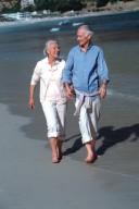Ausgewogene Ernährung und Sport sind wichtig, um im Alter jung zu bleiben.